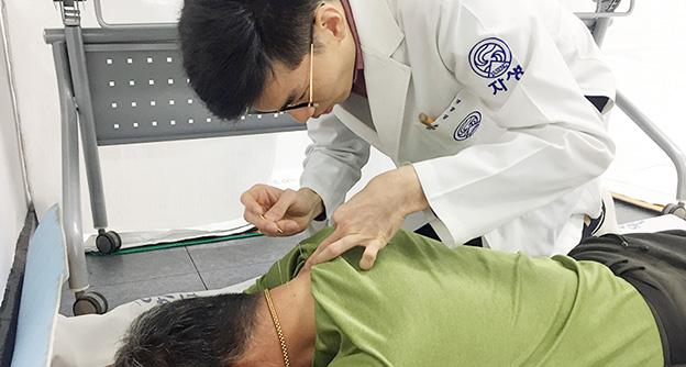 창원자생한방병원,<br />경남 김해시 생림면서 한방의료봉사 실시